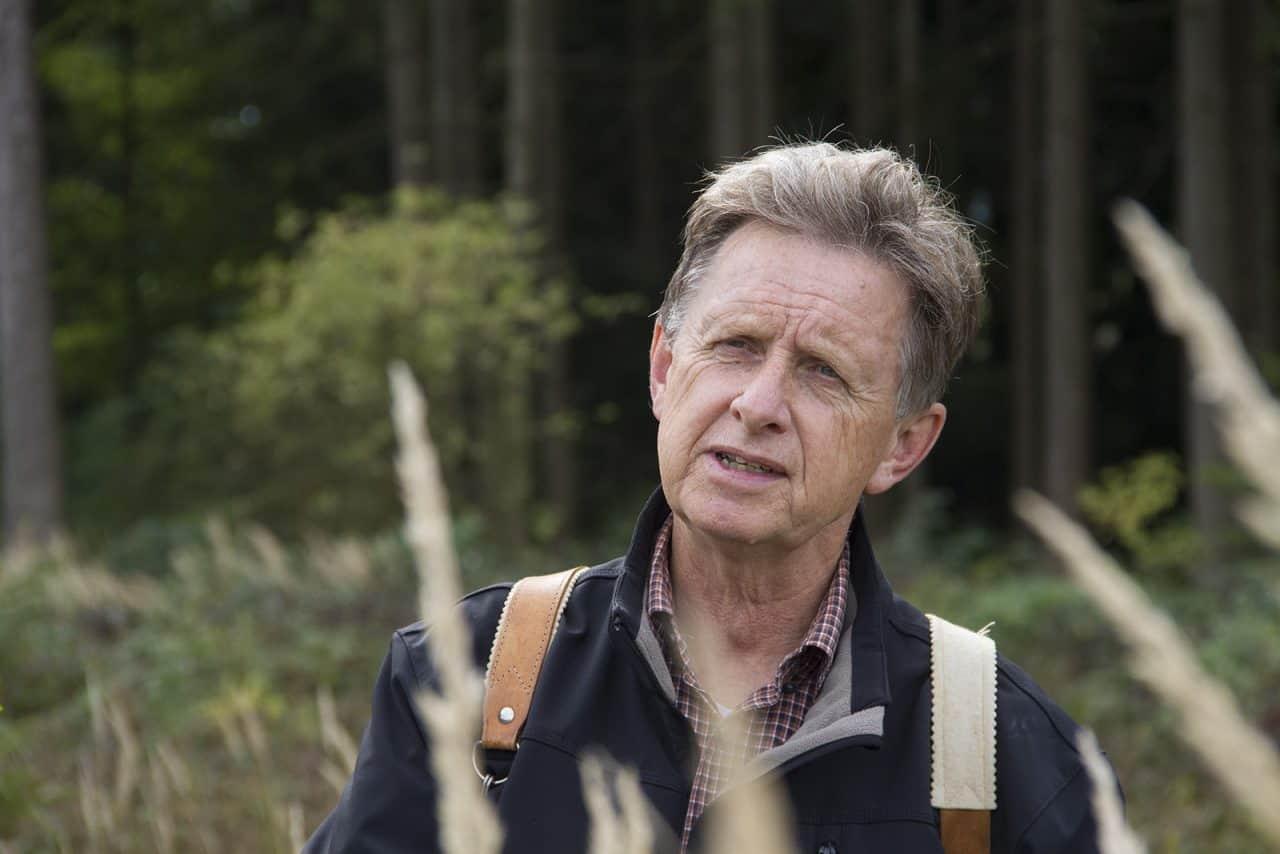 Führung durch den Wald: Der ehemalige Forstamtsleiter Hans-Jürgen Gulder