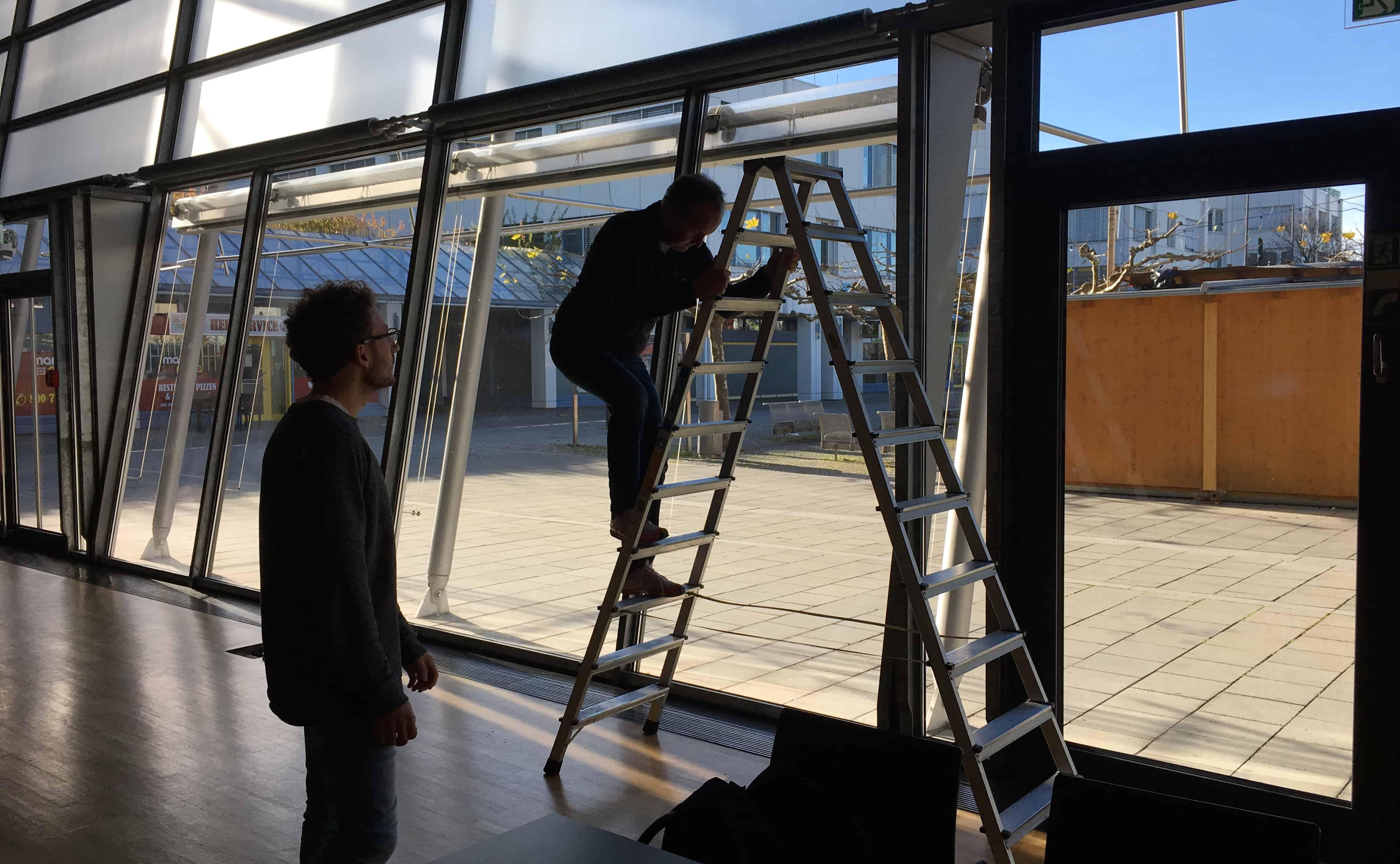 Location-Besichtigung in der Stadthalle mit Daniel Milhaila und Christian Jonczyk (Technischer Leiter)