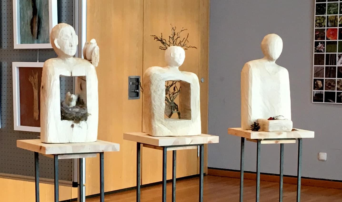 Wald, Mensch, Tier!   Kreislauf + Abhängigkeit!  Drei Skulpturen von Ute Richter
